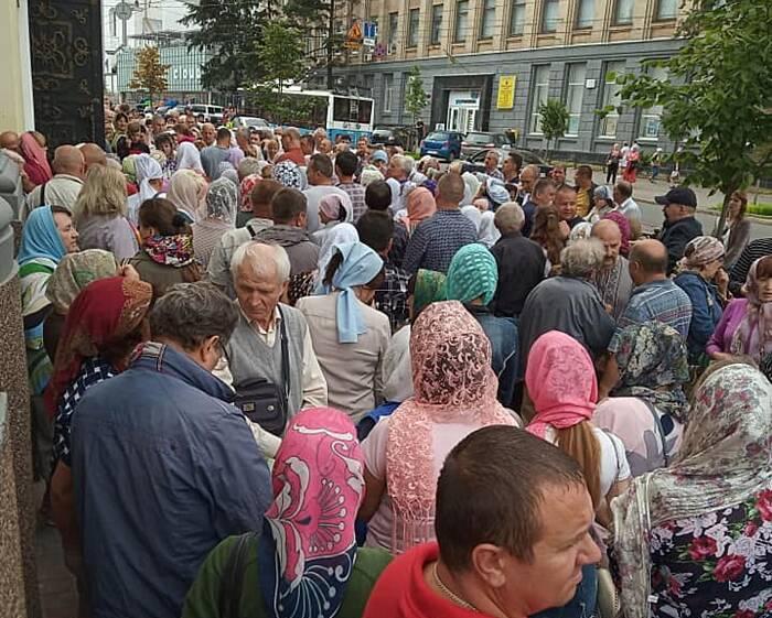 Віряни Православної Церкви України молилися на захист Кафедрального Собору у Вінниці (відео)