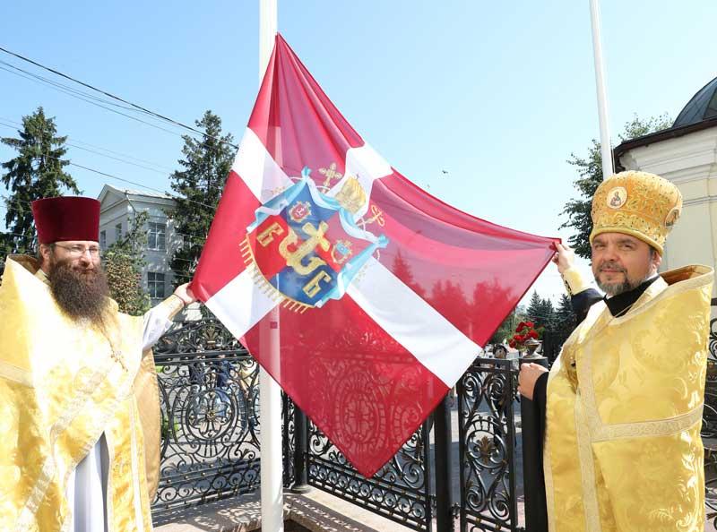З нагоди Хрещення Київської Русі Преображенський собор підняв два прапори: державний і єпархіальний