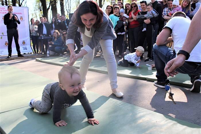 «Забіг» на 5 метрів малюків у Вінниці на Майдані в четвер (відео)
