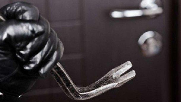 Грабіжники викрали сейф із будинку господаря, забрали всі фінанси та коштовності