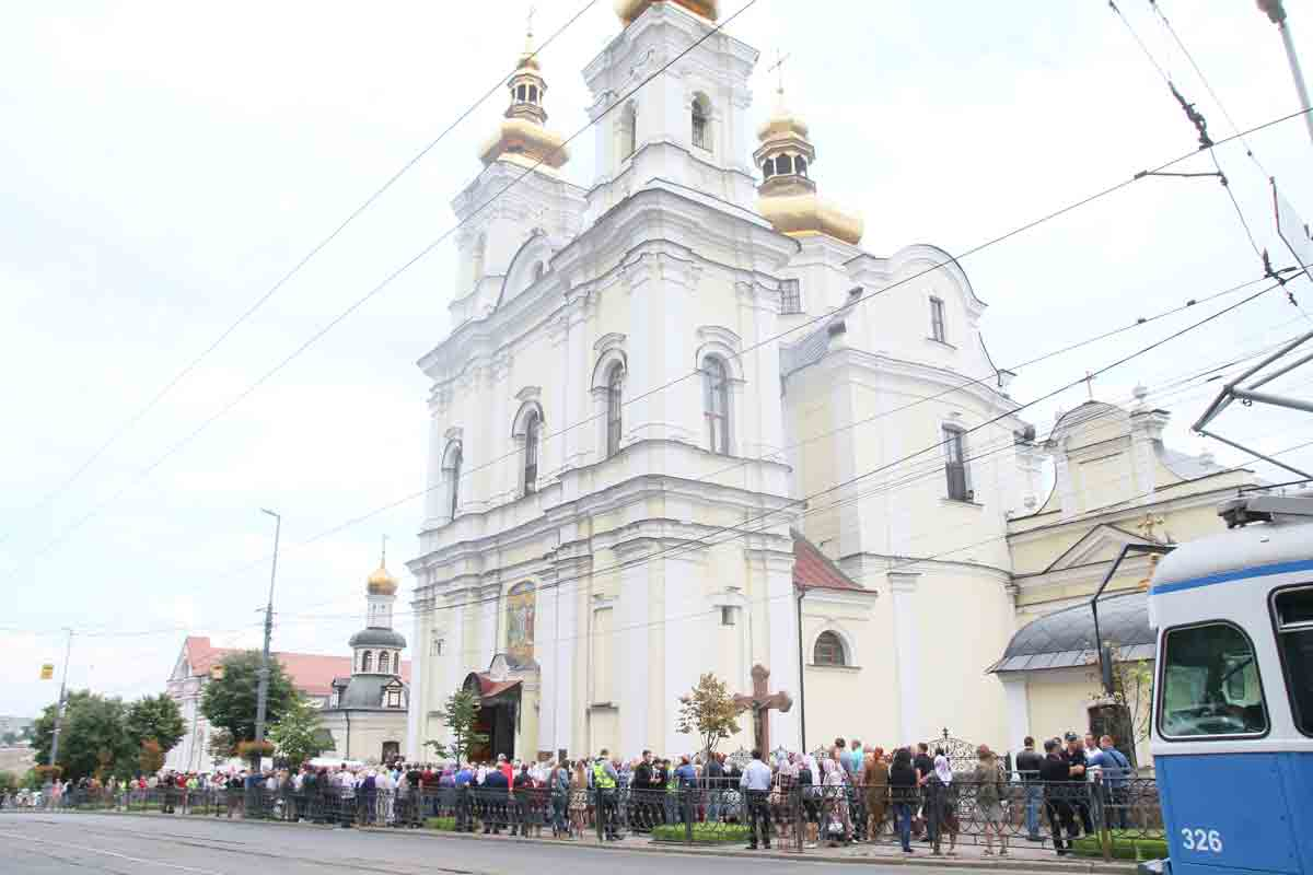 Собор ПЦУ хоче захопити Московський патріархат? Протистояння одних і інших уже триває другий місяць. Задіяно тисячі людей.