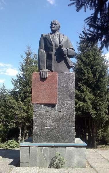 Чому 5 років не можуть демонтувати Леніна на Вінниччині?