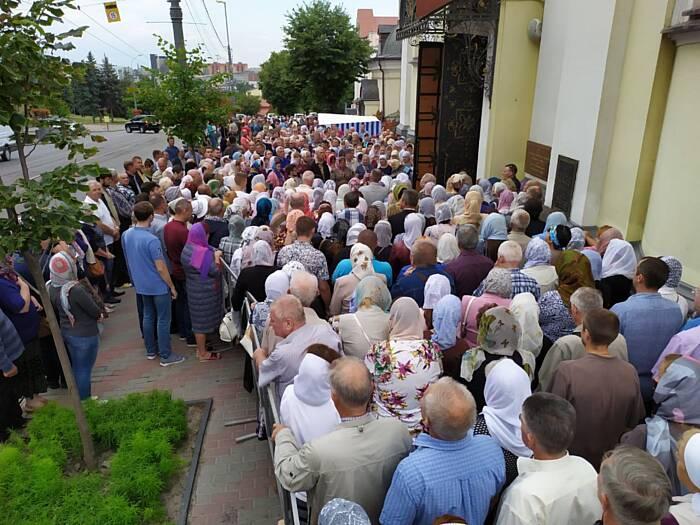 На захист собору ПЦУ зібрались тисячі прихильників української церкви