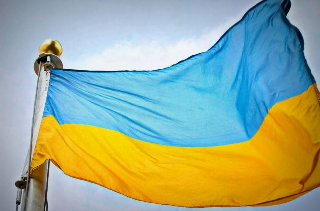 У Хижинцях прихильники МП осквернили український прапор на храмі (ОНОВЛЕНО)