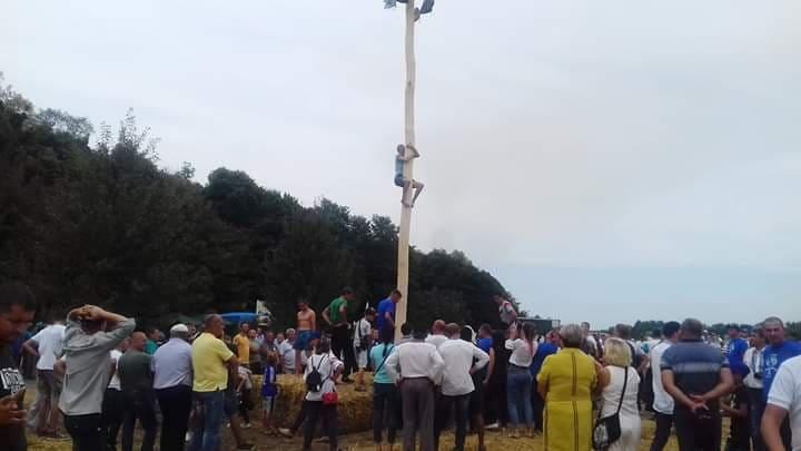 «Трактор-фест» в Ладижині із снопами, раками, юшкою і «ВВ»