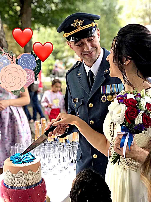 Офіцер Леонід та музикант-фотограф Каріна побрались на 25-й день народження