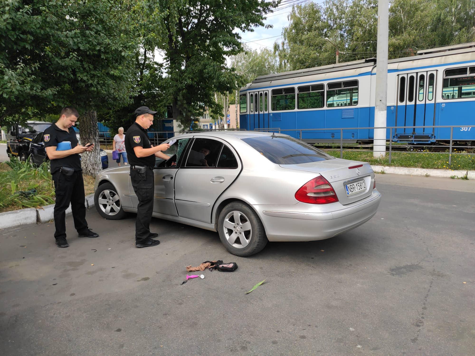 Секс-шоп в пограбованому «Мерседесі» знайшла поліція під «Фуршетом»