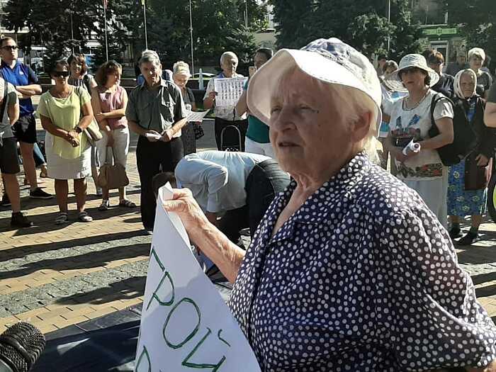 Під сесією міськради у Вінниці протест проти 10-кратного підвищення земельного податку… (відео)