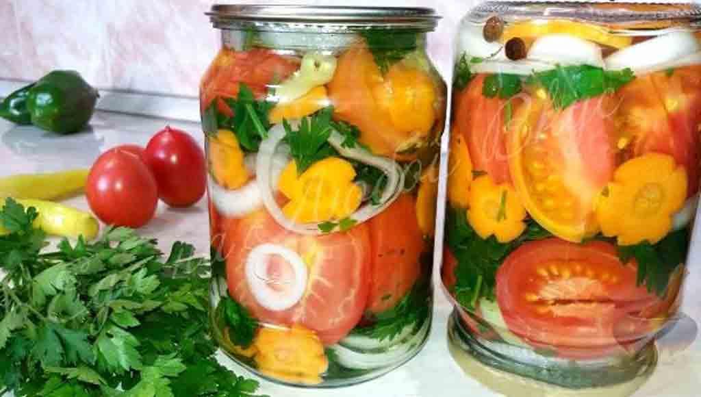 Мариновані помідори шматочками