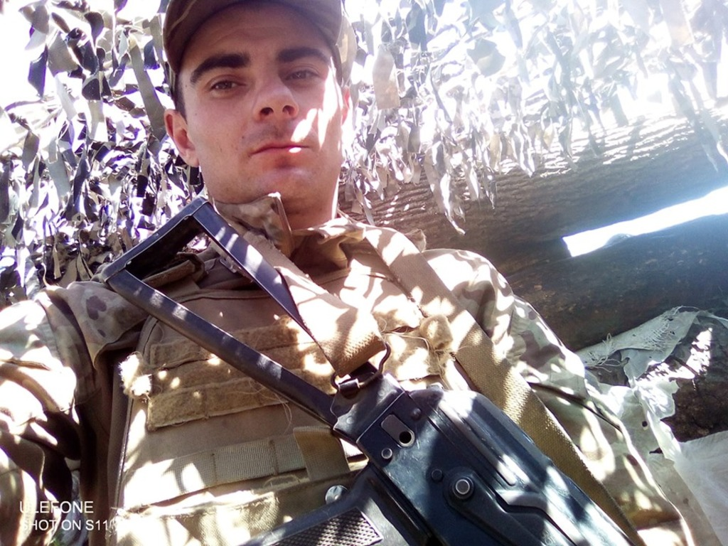 Сьогодні в Хмільнику прощання із солдатом Шандрою, що загинув разом із 3-ма побратимами під Павлополем (відео)
