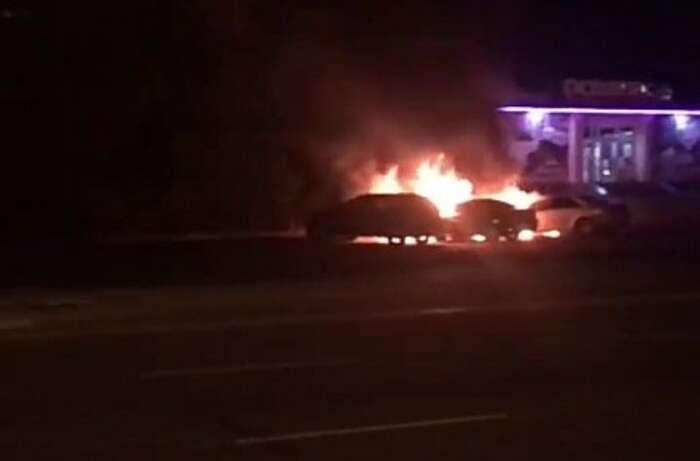 Подружжю вінничан спалили дві машини?