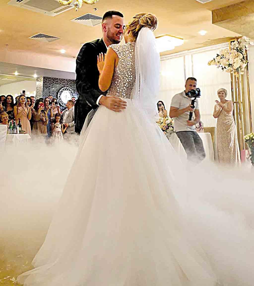 Весілля у Кравців, де чекали на прем'єра Гройсмана