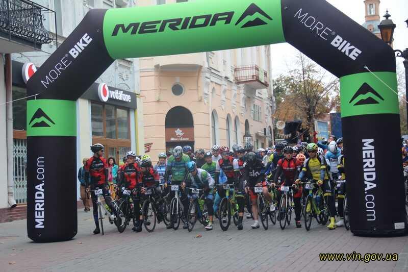 300 велосипедистів вийшли на 100-кілометрову «Закрутку по вінницьки»…