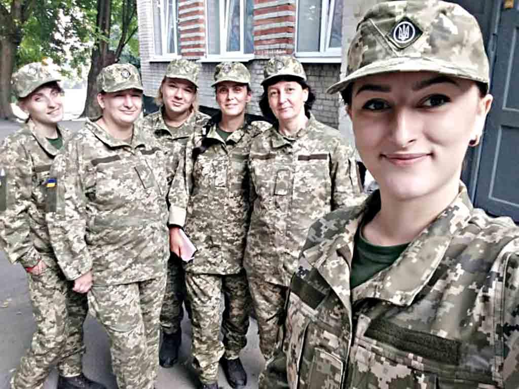 Сестра загиблого бійця Ювеліра підписала контракт. Про що мріє тендітна воїн і до чого закликає українців?