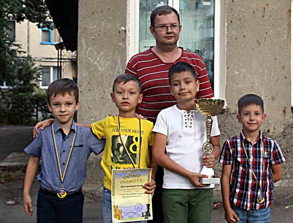 Шаховий «романтик» Влад взяв кубок чемпіона області. У чому секрет вінницьких вундеркіндів?