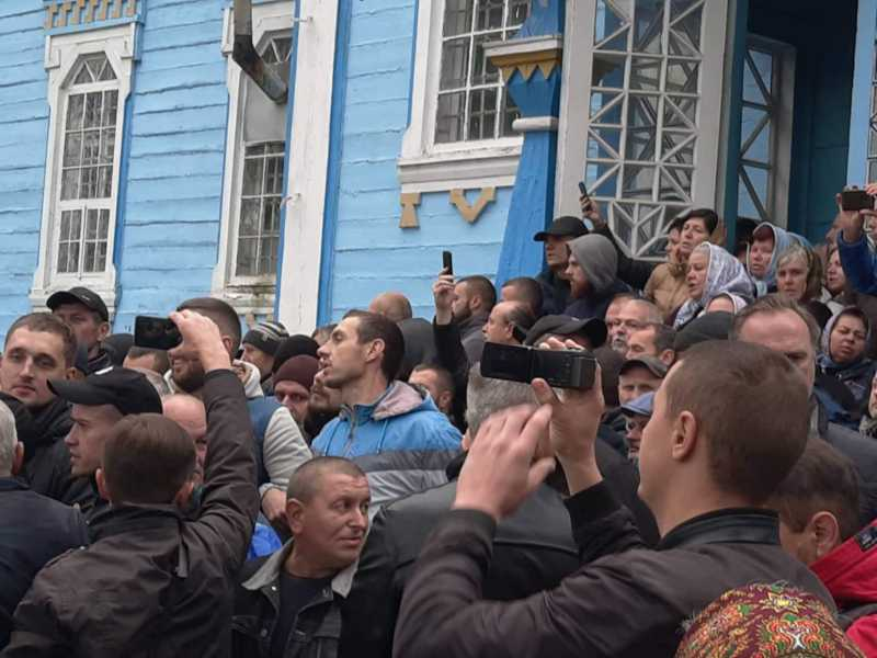 Громаду ПЦУ з Луки-Мелешківської не пускають до храму прибічники МП