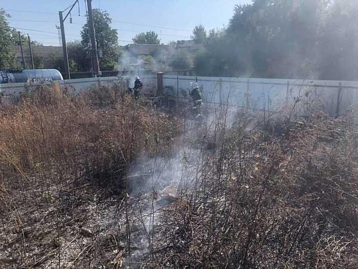 Більше ста вінницьких рятувальників вчора гасили пожежі сухої трави в області
