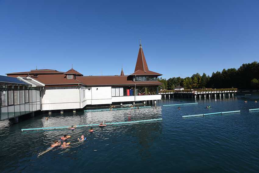 Озеро Хевиз – унікальний угорський курорт