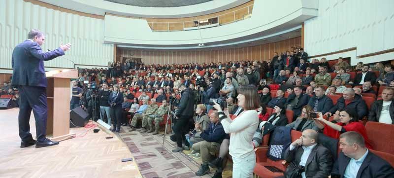 – Ідіть у відставку! Ми не відступимо із своєї землі чи буде новий Майдан! – жорстко сказали вінничани міністру оборони під час «Діалогу про Україну» (відео)