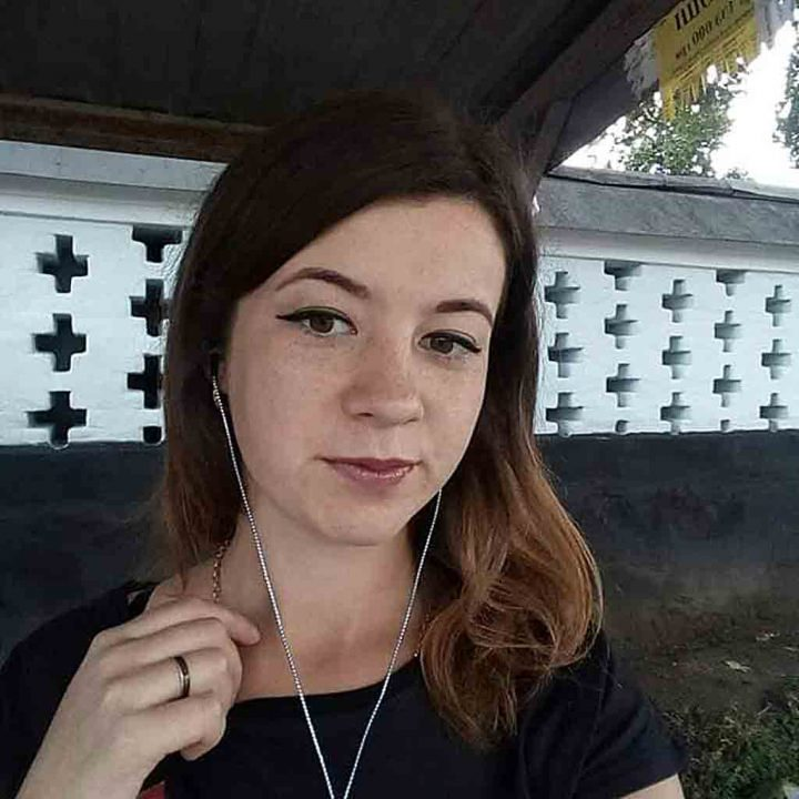 Через борг повісилась 22-річна сирота. У неї вимагали «за розтрату» більше 20000 (деталі)