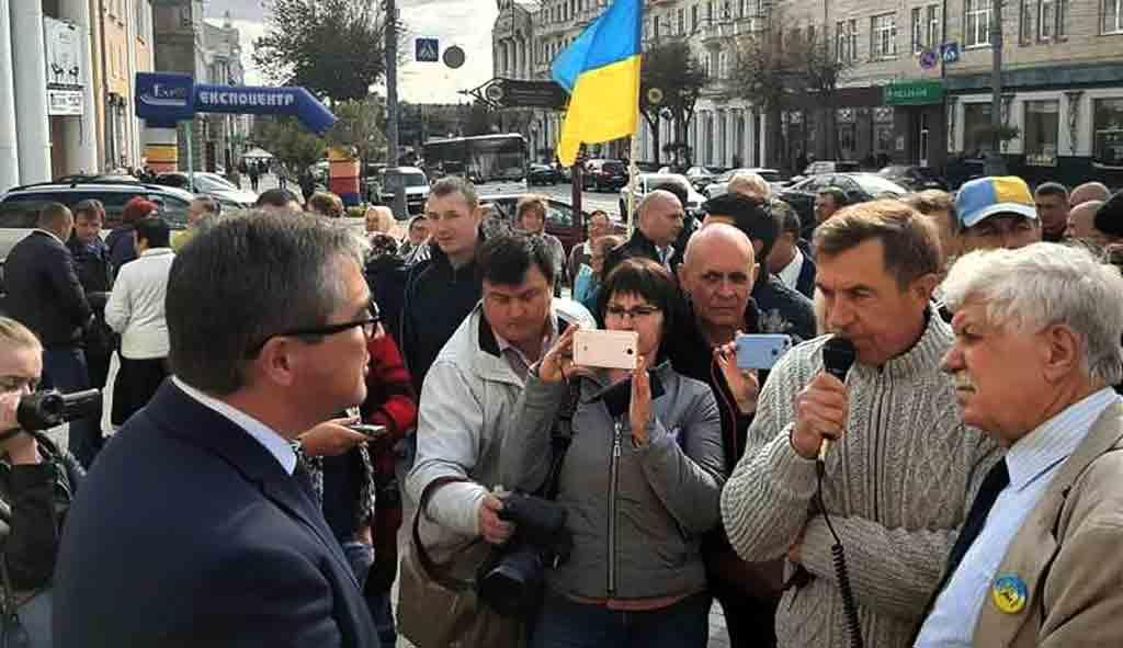 Звільнити Скальського вимагає вінницький Майдан і шукає Зеленського в Житомирі. А він вразив усіх «колисковою»