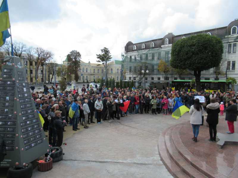 """Вінничани сказали """"Ні капітуляції!"""" на мітингу 6 жовтня"""