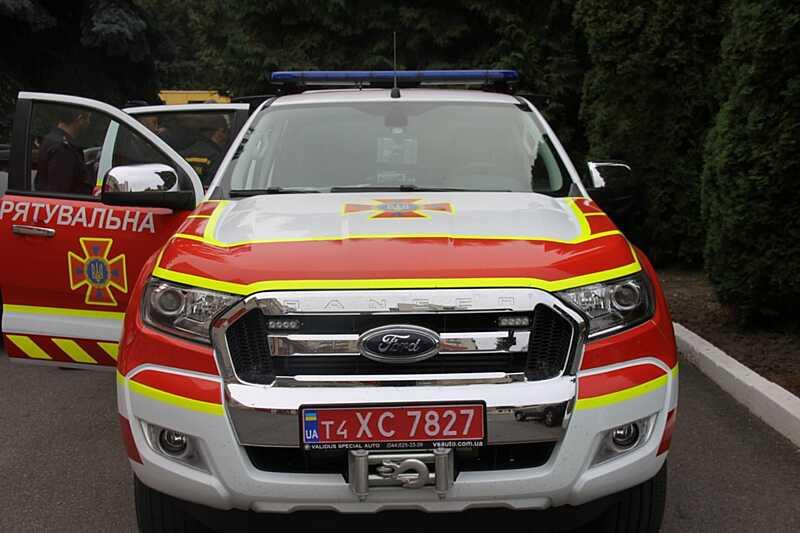 """Спецавтомобіль """"Форд"""" вінницьких рятувальників допомагатиме потерпілим у ДТП на немирівській трасі"""