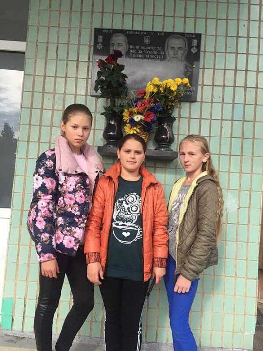 Школярі з Сутисок вшанували загиблого героя-земляка Віктора Кулібабу-Бухова