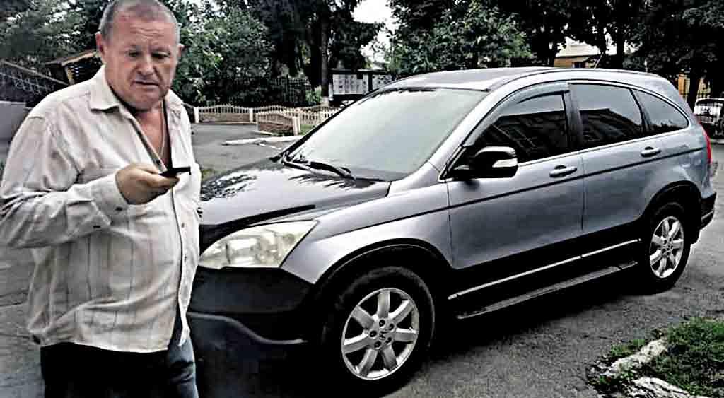«Віджатий» автомобіль підполковник подарував доньці