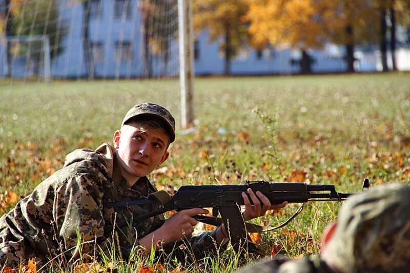 Вінницькі школярі вивчали військову справу разом з нацгвардійцями