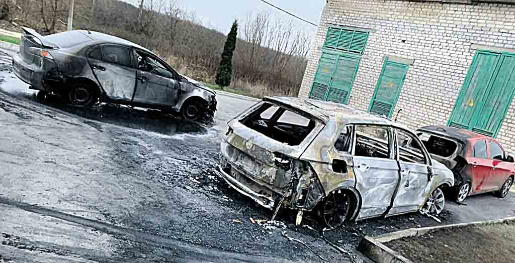 Три іномарки спалили у Вінниці