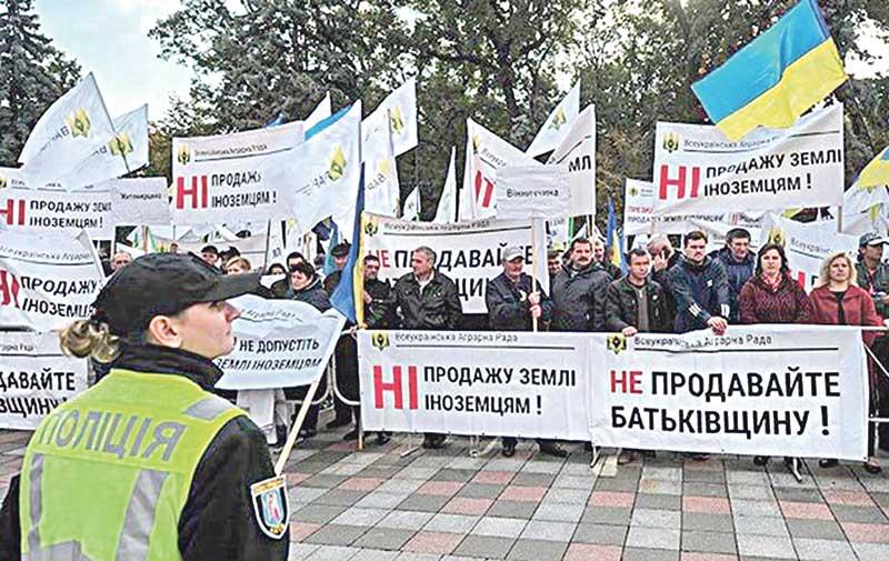 Це найстрашніший злочин проти України. Вважаю, що запропонований закон про продаж української землі — злочин (думки читачів щодо закону про продаж землі)