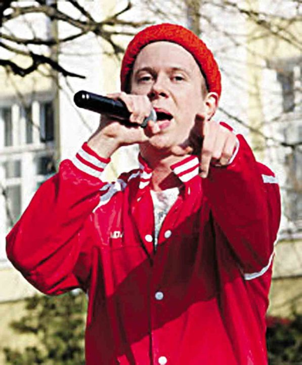 «Кепку з АТБ» заспівав репер Ennyday із Вінниці. Про його «секретну» дівчину і англомовну контору в інтерв'ю «33-го»