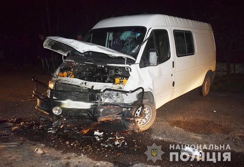 Мікроавтобус та легковик зіткнулись у Могилів-Подільському районі. Загинув водій легковика