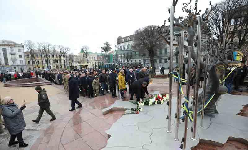 У Вінниці сьогодні три акції пам'яті Майдану – влада, майданівці та порохоботи! На 10-у, 17 і 19 години, бо кожен пам'ятає свій Майдан? (відео)