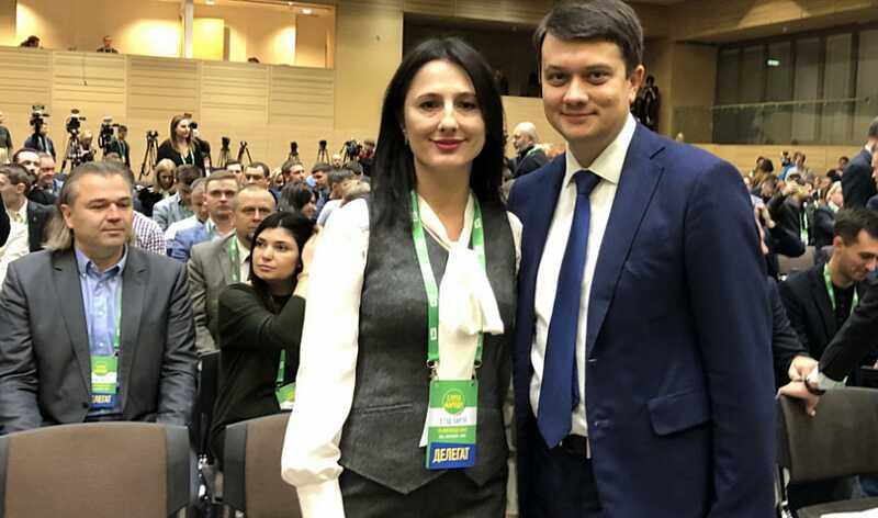 Лише 2 делегати від Вінниччини були на з'їзді «Слуги народу»…