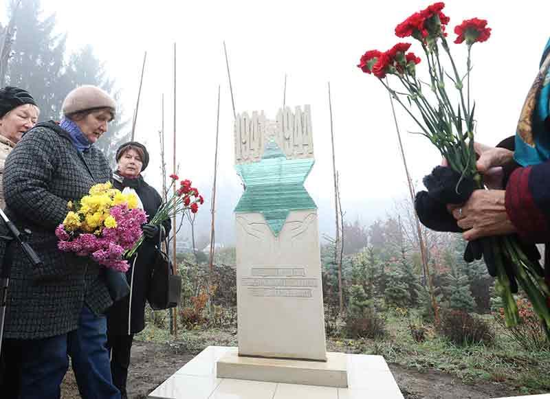 560-м Праведникам народів світу – вінничанам-рятівникам євреїв під час Другої світової війни – у Вінниці відкрили пам'ятник