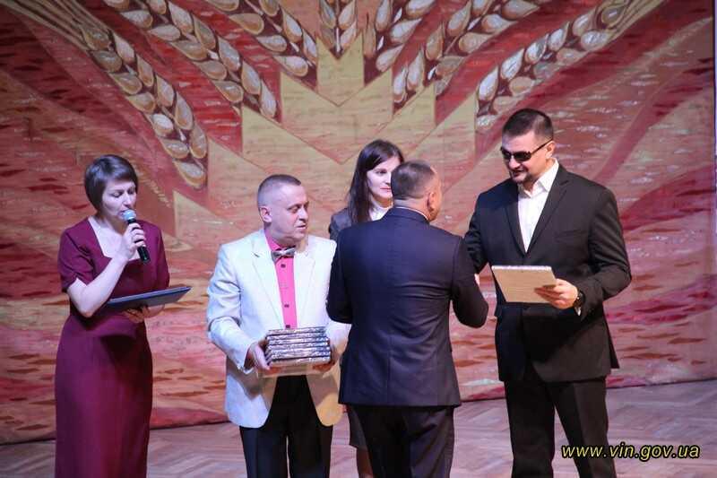 В День добра у Вінниці привітали людей із вадами зору та відбувся душевний концерт у «Плеяді» (відео)