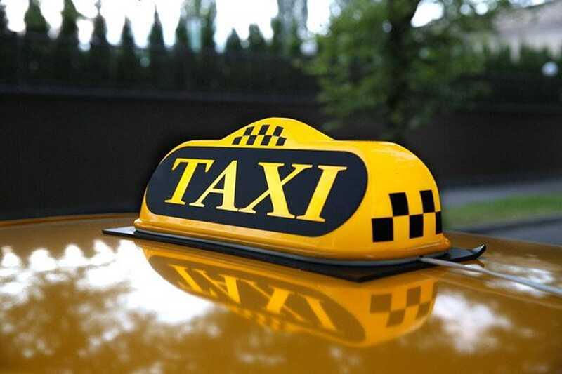 П'яний таксист пропонував патрульним хабар. Яке отримав покарання?