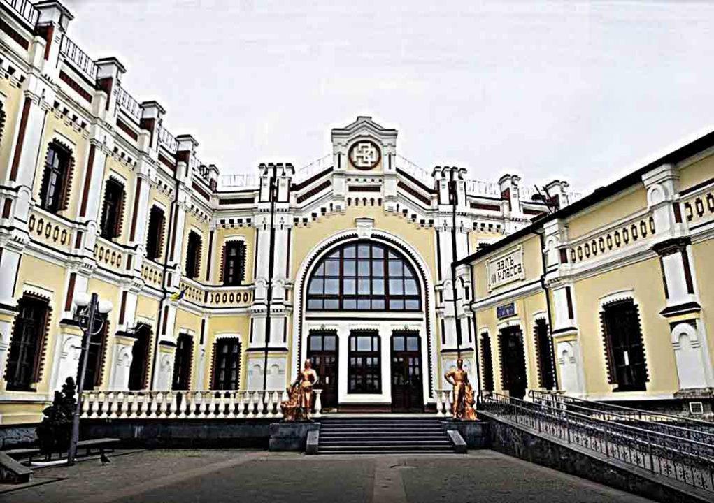 Соболиним хутром утеплювали вікна на вокзалі у Козятині