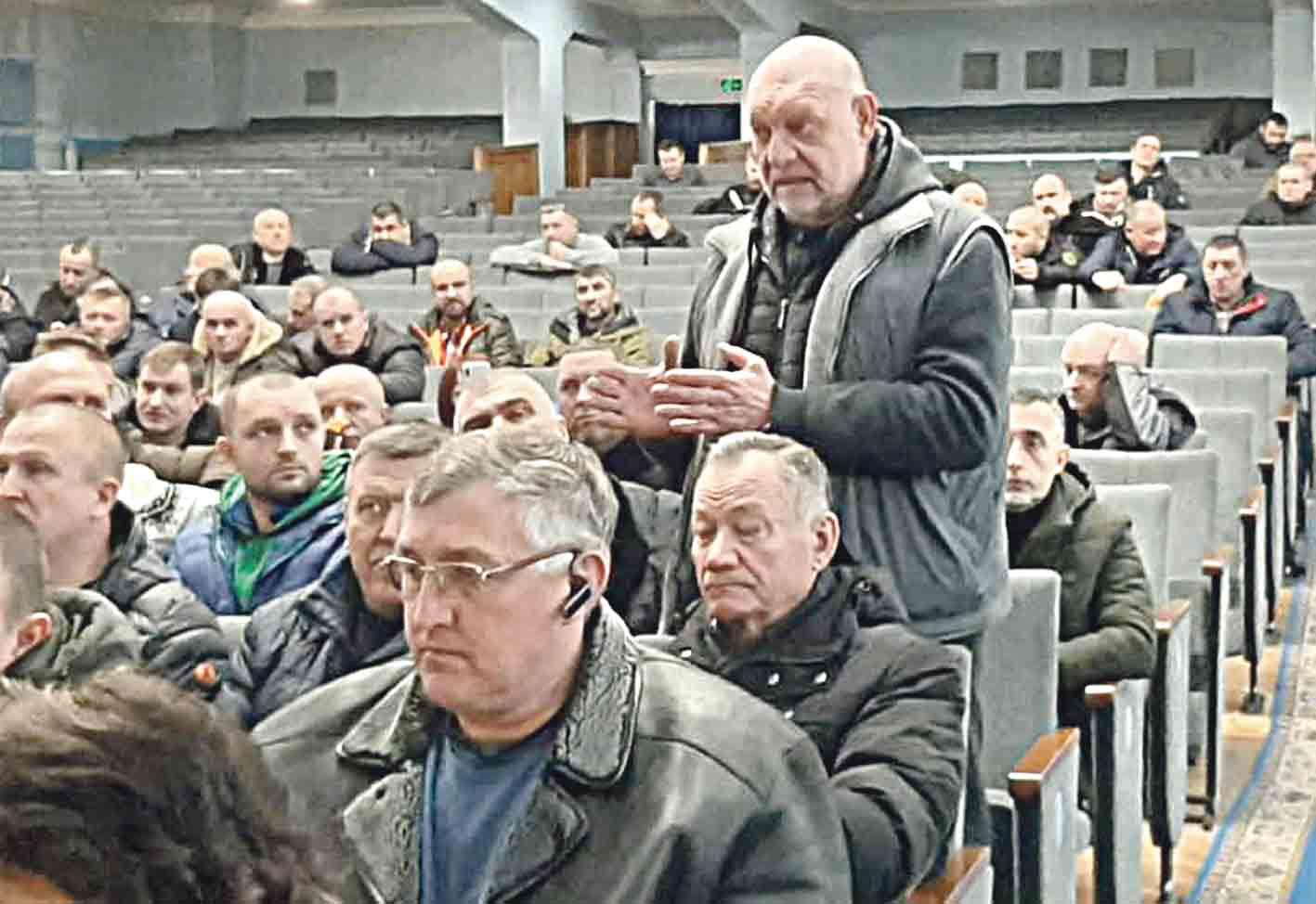 З'їзд фронтовиків Вінниччини «Досить лікувати «блатних», – дорікнули начальнику госпіталю та домовились контролювати владу всіх рівнів