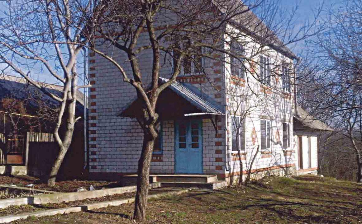Сироті купили у Тростянці столітній будинок вдвічі дорожче (лист)