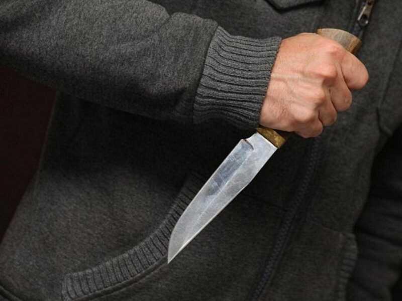 Ножем у живіт вдарив перехожий 22-річного хлопця