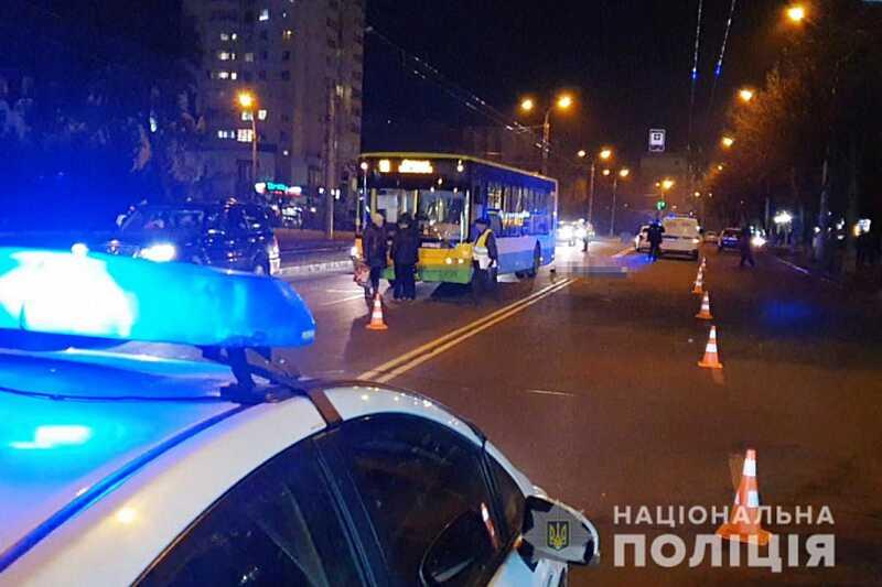 Смертельне ДТП на Келецькiй – автобус збив пішохода, який перебігав дорогу поза «зеброю» навпроти «Миру»