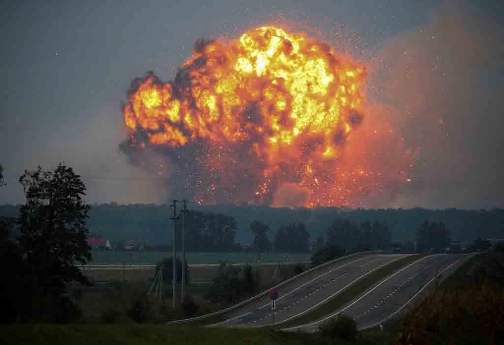 Хто підірвав військові склади і пустив у повітря 1 млрд наших коштів у Калинівці і по всій Україні? Ми досі не отримали відповіді
