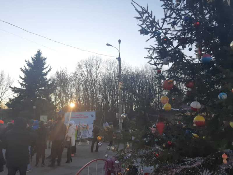 У Вінниці фінішував новорічний забіг за участю більш як 200 спортсменів, активістів, прихильників безалкогольних свят, дітей, немовлят і кумедного песика із рогами оленя! (відео)