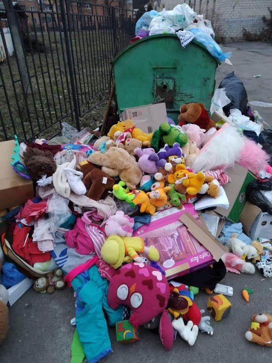 Допомогу дітям від волонтерів знайшли у Вінниці на смітнику