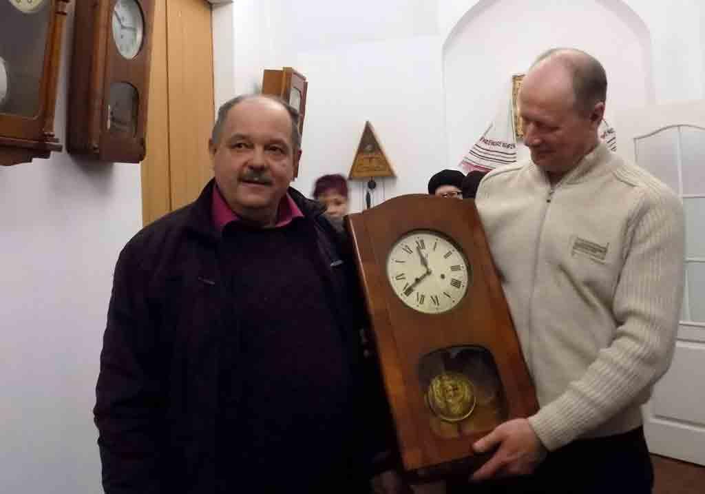 Унікальну колекцію годинників зібрав колишній військовий