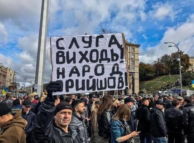 У чиновницьку прірву піде половина бюджету України?