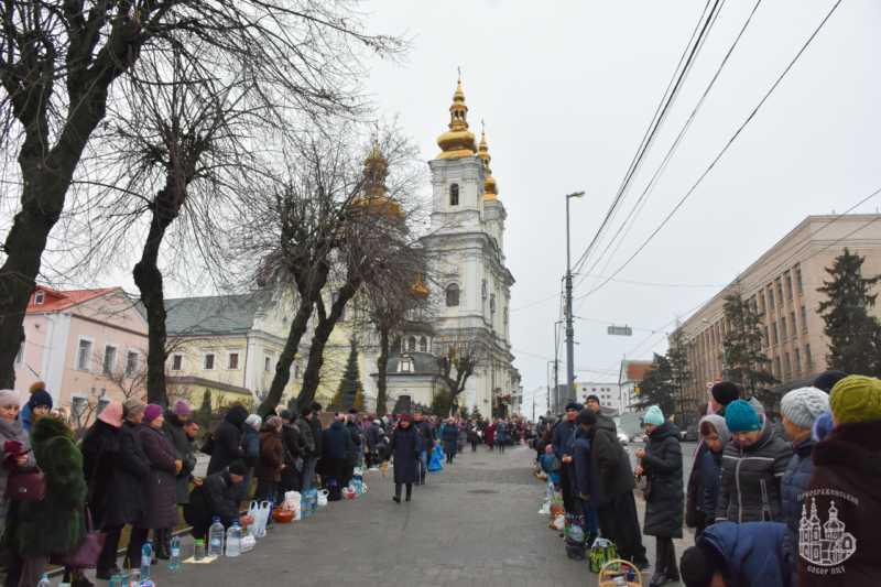 Сотні тисяч вінничан освятили воду